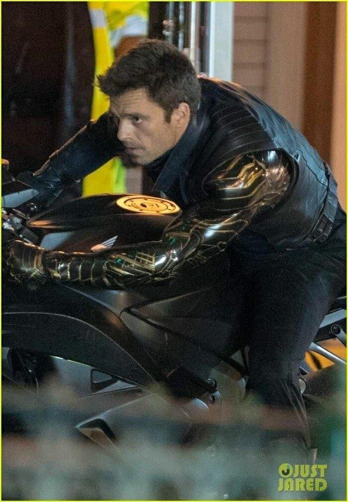 'The Falcon and the Winter Soldier': Rò rỉ loạt ảnh trên xe moto cực ngầu của Sebastian Stan 7