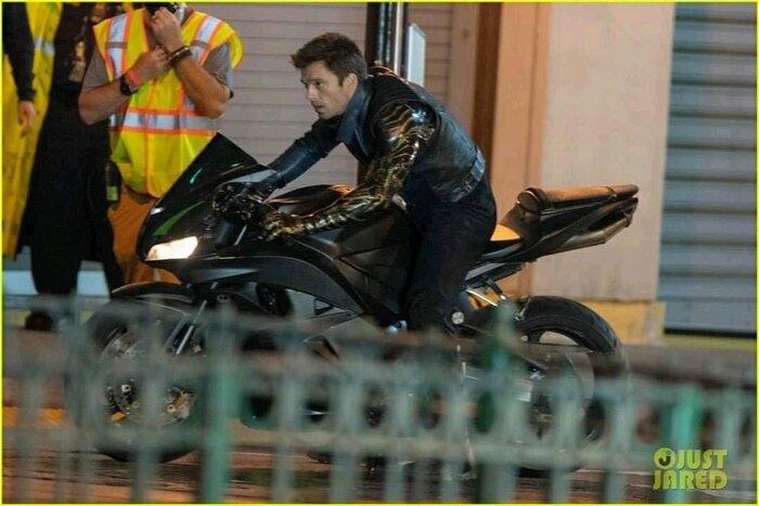 'The Falcon and the Winter Soldier': Rò rỉ loạt ảnh trên xe moto cực ngầu của Sebastian Stan 6