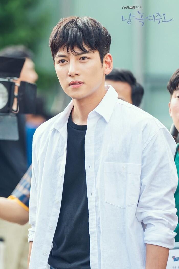 Ji Chang Wook và Kim Ji Won tham gia phim lãng mạn mới của đạo diễn 'Điên thì có sao' 0