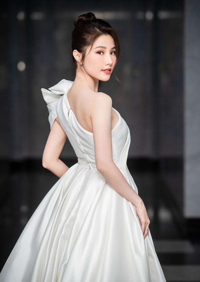 Diễm My 9x được khen hết lời vì cử chỉ đẹp với nhân viên đoàn phim 'Tình yêu và tham vọng', hành động tưởng chỉ phổ biến với sao Hoa, Hàn 2