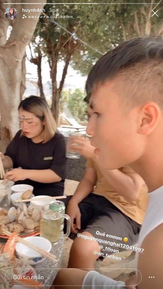 Hải 'con' dùng bữa cùng với gia đình Huỳnh Anh tại Nha Trang.