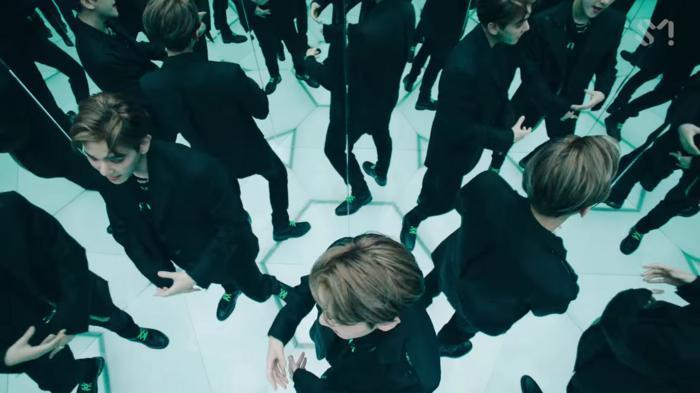 SuperM 'thả xích' MV One: Cấu trúc bài lấy ý tưởng từ hit 8 năm trước của SHINee, vũ đạo mang ý nghĩa đặc biệt lần đầu được tiết lộ 4