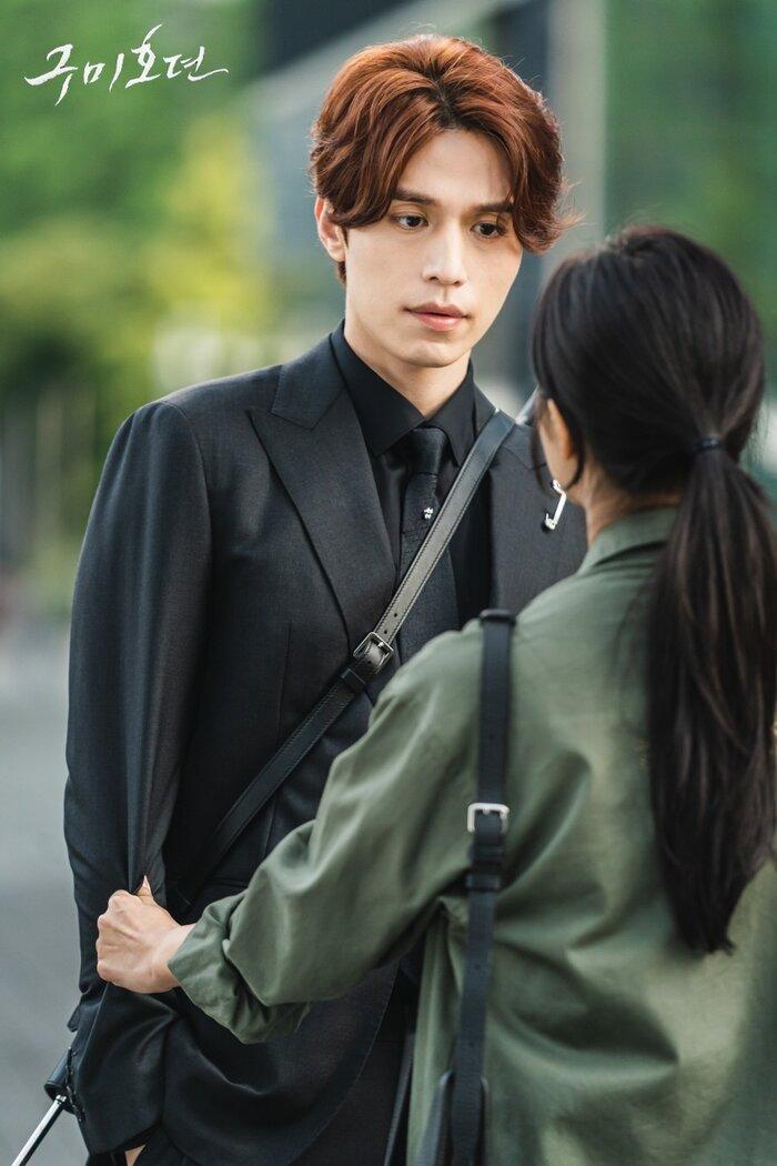 Lee Dong Wook khoe ngực, chụp ảnh 'ướt át' với Jo Bo Ah trong bồn tắm 1