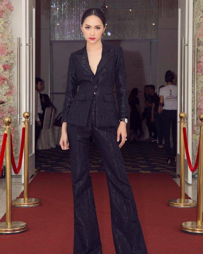 Những bộ vest gợi cảm theo cấp số nhân của Hương Giang, đẳng cấp hoa hậu số 1 Vbiz! 5