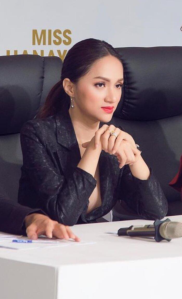 Những bộ vest gợi cảm theo cấp số nhân của Hương Giang, đẳng cấp hoa hậu số 1 Vbiz! 6