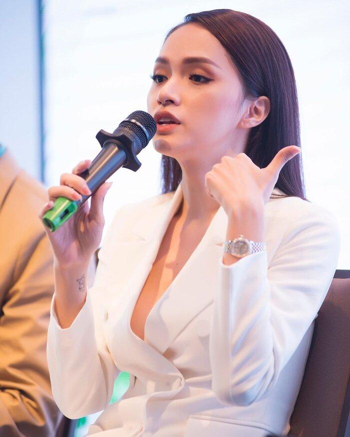 Những bộ vest gợi cảm theo cấp số nhân của Hương Giang, đẳng cấp hoa hậu số 1 Vbiz! 7