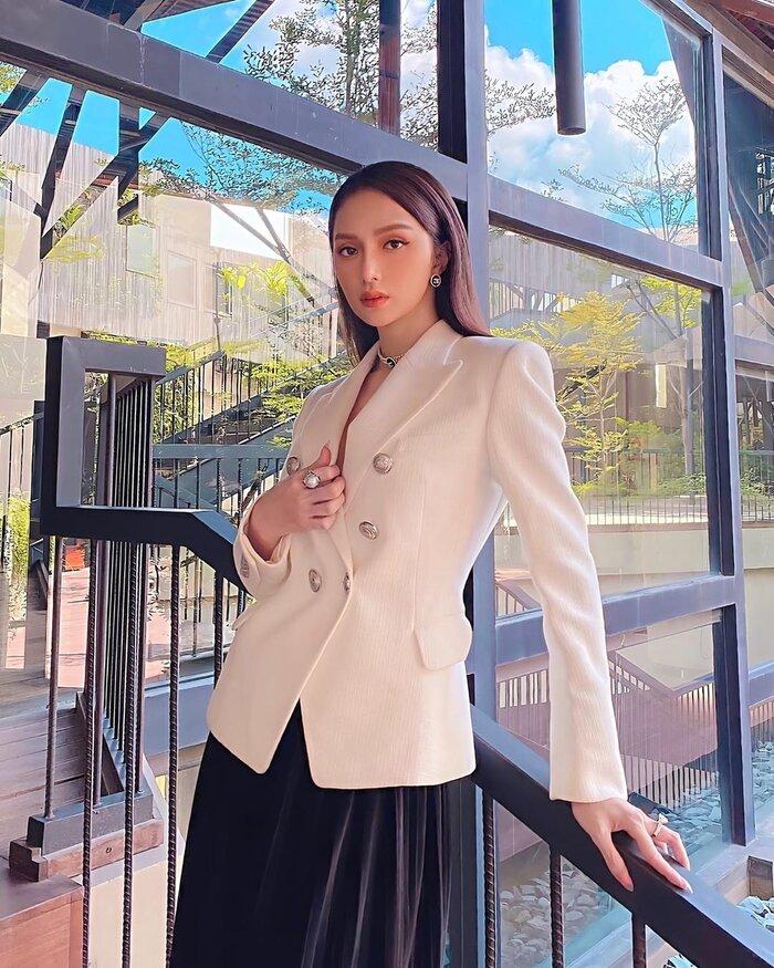 Những bộ vest gợi cảm theo cấp số nhân của Hương Giang, đẳng cấp hoa hậu số 1 Vbiz! 8