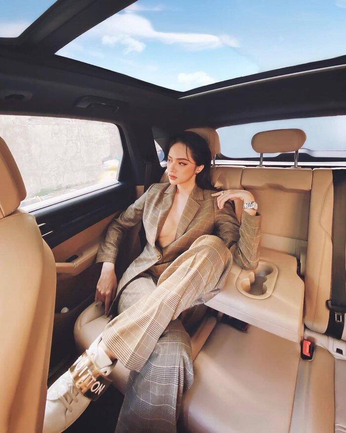 Những bộ vest gợi cảm theo cấp số nhân của Hương Giang, đẳng cấp hoa hậu số 1 Vbiz! 10