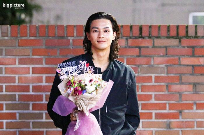 Diễn một màu suốt 18 năm, Kim Ji Hoon được công nhận nhờ vai sát nhân điên 'Hoa của quỷ' 12
