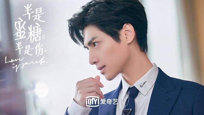 'Nửa là đường mật nửa là đau thương': La Vân Hi đẹp mê mẩn khi làm CEO, netizen quên mất vừa chê nam diễn viên lùn 1