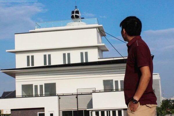 Trùm cá độ bóng đá 1000 tỷ trưng máy bay trực thăng mô hình trên nóc nhà ở Hải Dương