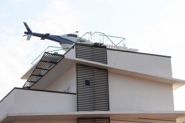 Cận cảnh máy bay trực thăng mô hình trên nóc nhà Trùm cá độ bóng đá 1000 tỷ.