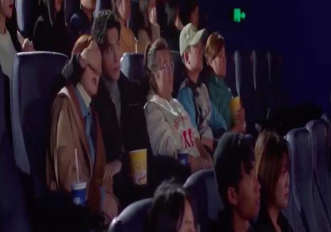 'Nửa là đường mật nửa là đau thương': La Vân Hi - Bạch Lộc ôm ấp ở rạp chiếu phim, đáng chú ý là đôi môi của nữ chính 0