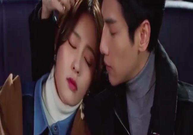 'Nửa là đường mật nửa là đau thương': La Vân Hi - Bạch Lộc ôm ấp ở rạp chiếu phim, đáng chú ý là đôi môi của nữ chính 2