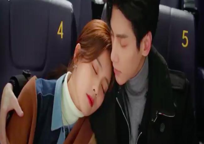 'Nửa là đường mật nửa là đau thương': La Vân Hi - Bạch Lộc ôm ấp ở rạp chiếu phim, đáng chú ý là đôi môi của nữ chính 1