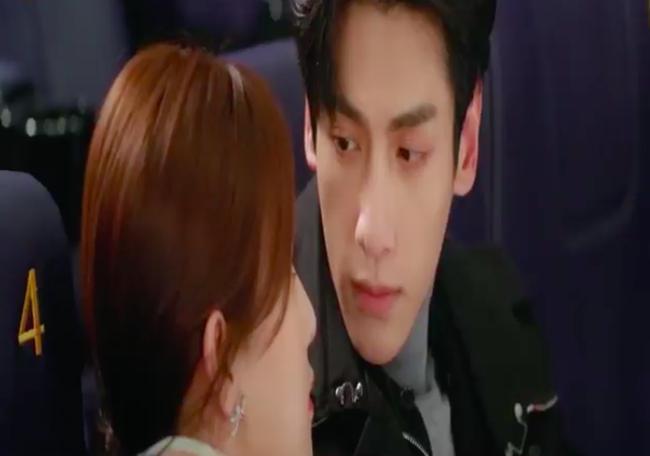 'Nửa là đường mật nửa là đau thương': La Vân Hi - Bạch Lộc ôm ấp ở rạp chiếu phim, đáng chú ý là đôi môi của nữ chính 3