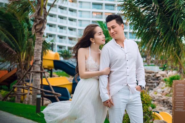 Loạt ảnh tình tứ của Việt Anh - Quỳnh Nga khiến khán giả đặt nghi vấn đang yêu đương.