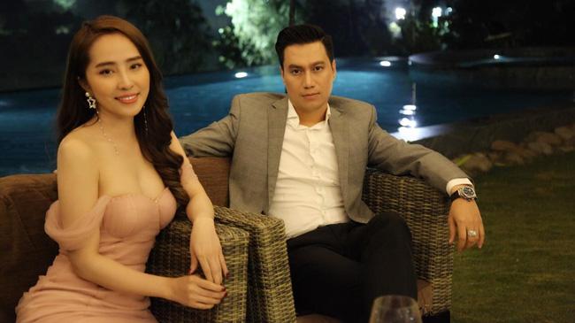 Trước khi rộ tin hẹn hò, Việt Anh - Quỳnh Nga từng hôn nhau cuồng nhiệt, khán giả thót tim với góc quay và chiếc váy quá hở của nữ chính 2