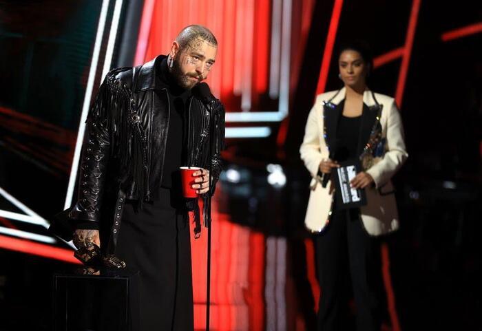 Post Malone đại thắng với 9 giải BBMAs trong năm 2020.