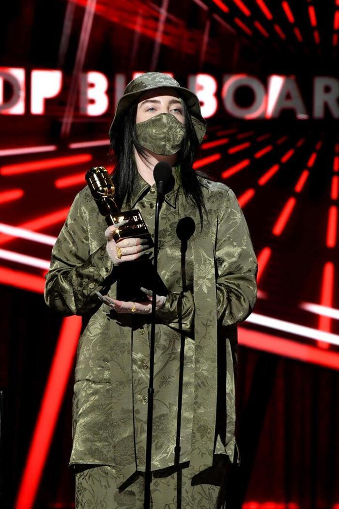 Nghệ sĩ mới xuất sắc nhất Billie Eilish cũng mang về cho mình 3 giải BBMAs.
