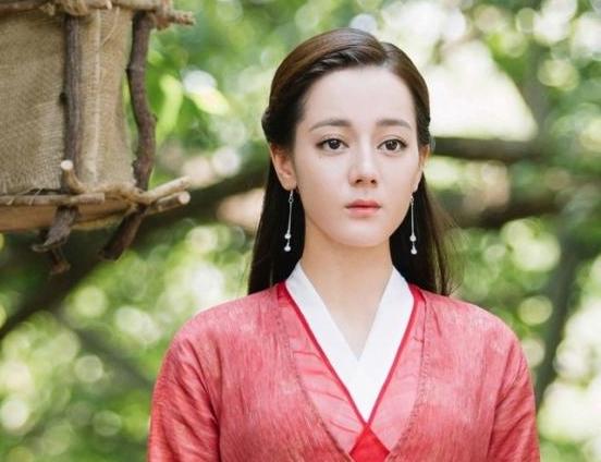 'Bạn trai tôi là hồ ly': Lee Dong Wook bị tố đạo nhái tạo hình của Địch Lệ Nhiệt Ba trong 'Tam sinh tam thế Chẩm thượng thư' 2