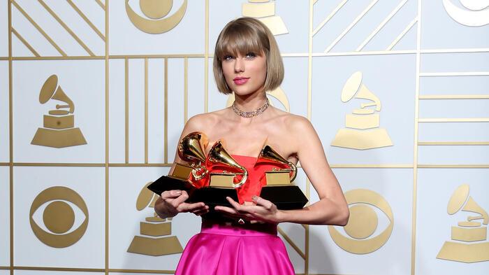 Taylor Swift thắng lớn tại Grammy 2016