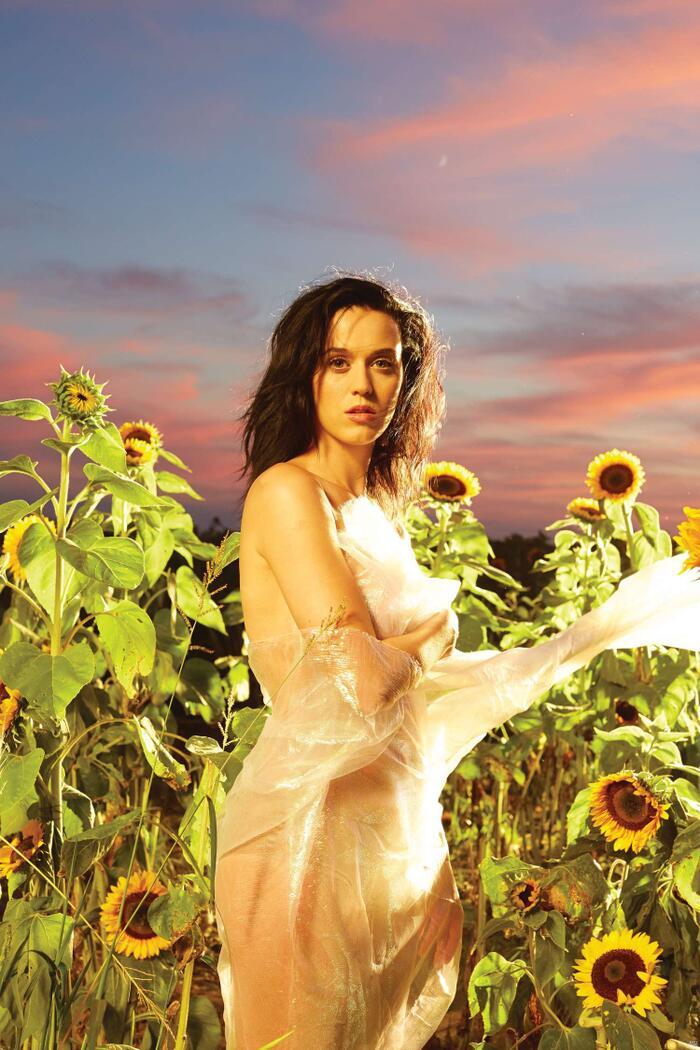 Katy Perry vẫn chưa thực sự gây dựng hình ảnh trưởng thành trong album thứ 3 Prism.