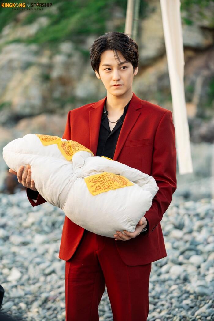 101 khoảnh khắc khó cưỡng trước Kim Bum trong 'Bạn trai tôi là hồ ly': Áo đỏ chứng tỏ chồng em! 59