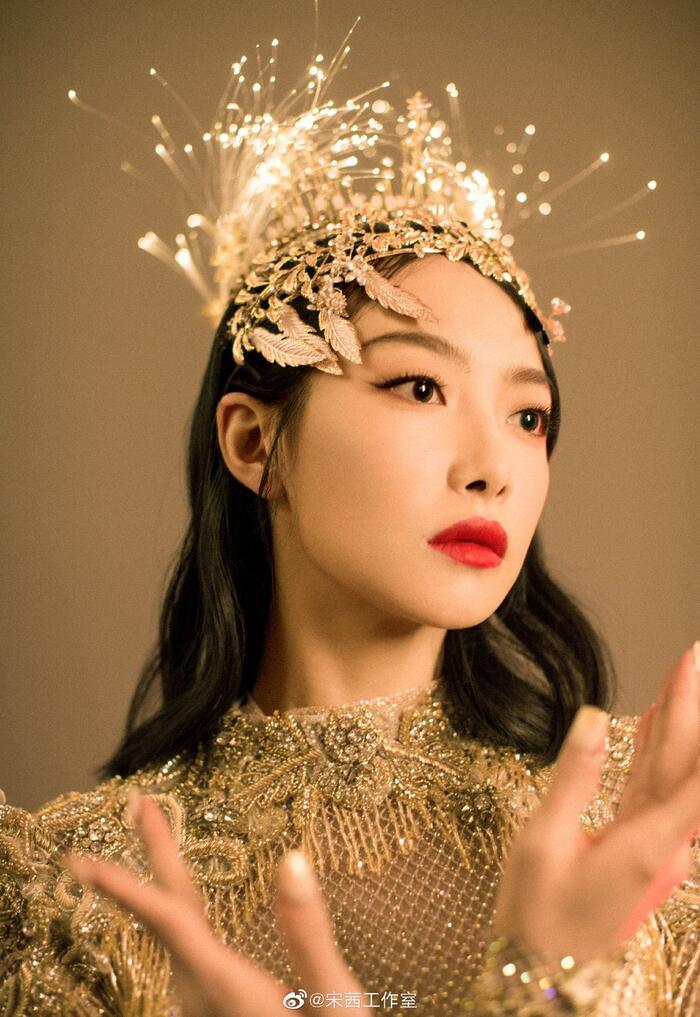 Trở thành 'Nữ thần Kim Ưng 2020' sau tin đồn gian lận phiếu bầu, Tống Thiến đáp trả cực gắt: 'Dù không chuyên nghiệp, chăm chỉ là được' 3