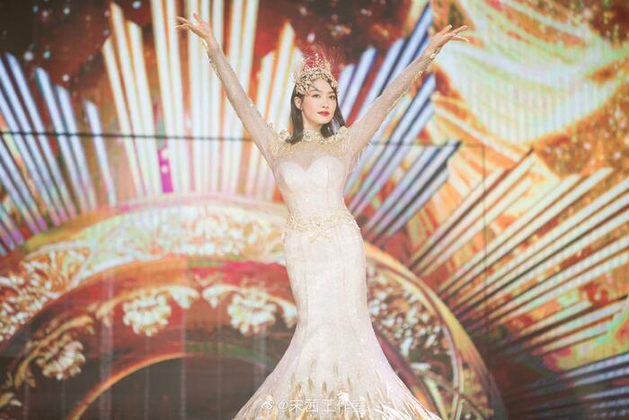Trở thành 'Nữ thần Kim Ưng 2020' sau tin đồn gian lận phiếu bầu, Tống Thiến đáp trả cực gắt: 'Dù không chuyên nghiệp, chăm chỉ là được' 7