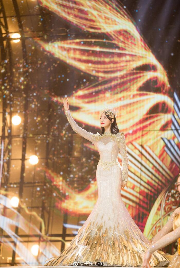 Trở thành 'Nữ thần Kim Ưng 2020' sau tin đồn gian lận phiếu bầu, Tống Thiến đáp trả cực gắt: 'Dù không chuyên nghiệp, chăm chỉ là được' 5
