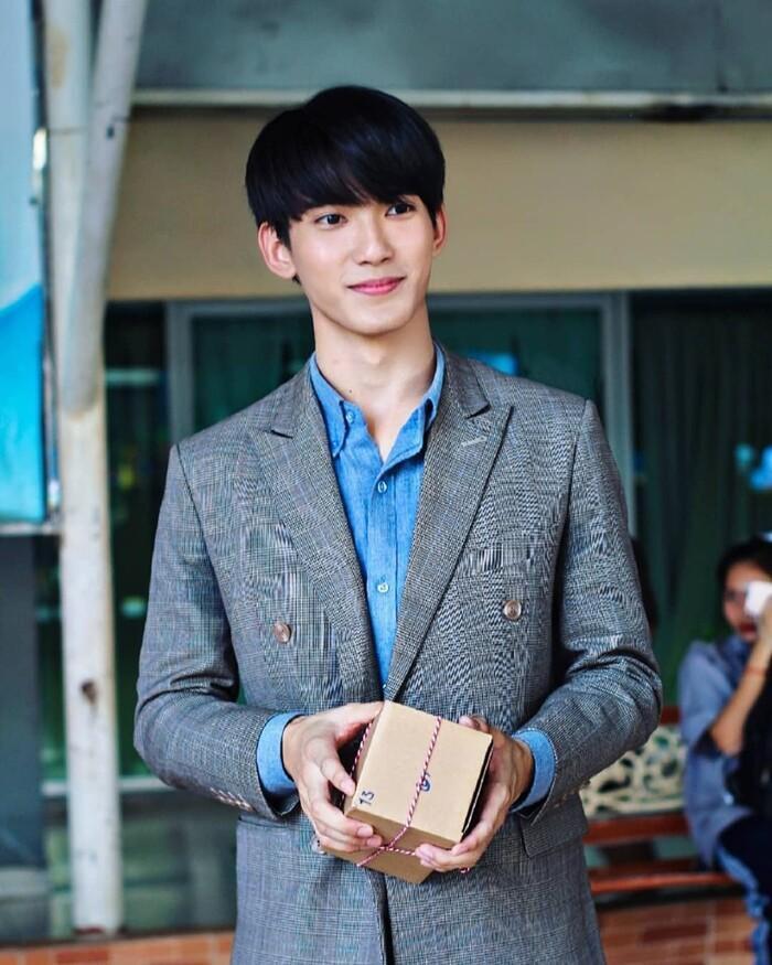 First Chalongrat - chàng 'tiểu tam' điển trai khiến fan bấn loạn trong 'TharnType 2: 7 Years of Love' 4