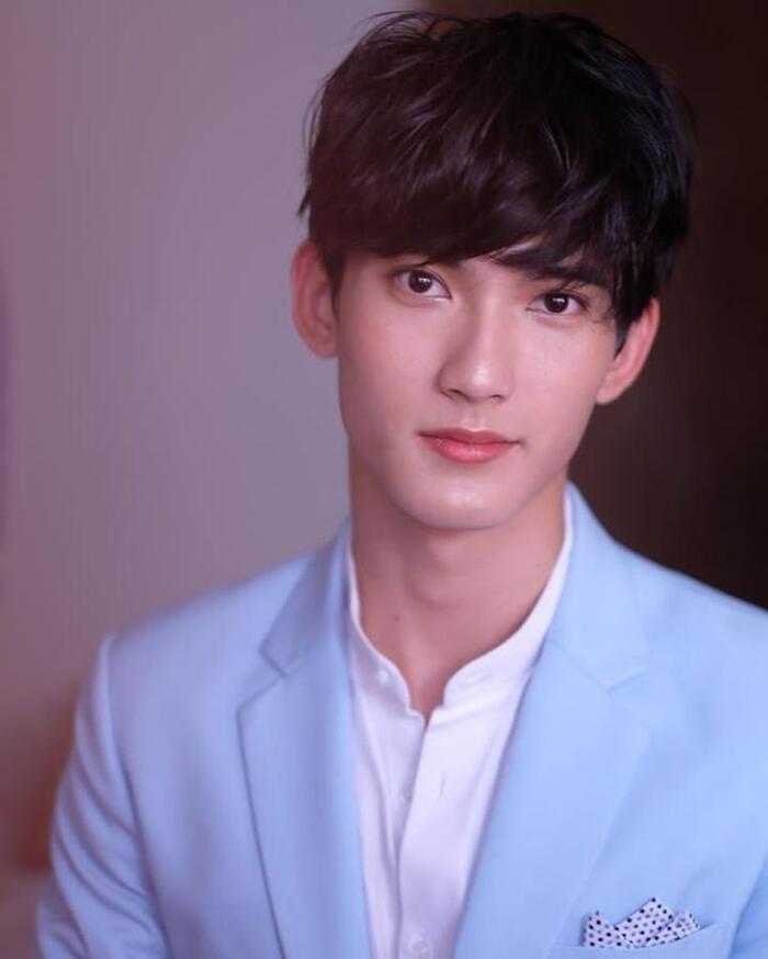 First Chalongrat - chàng 'tiểu tam' điển trai khiến fan bấn loạn trong 'TharnType 2: 7 Years of Love' 6