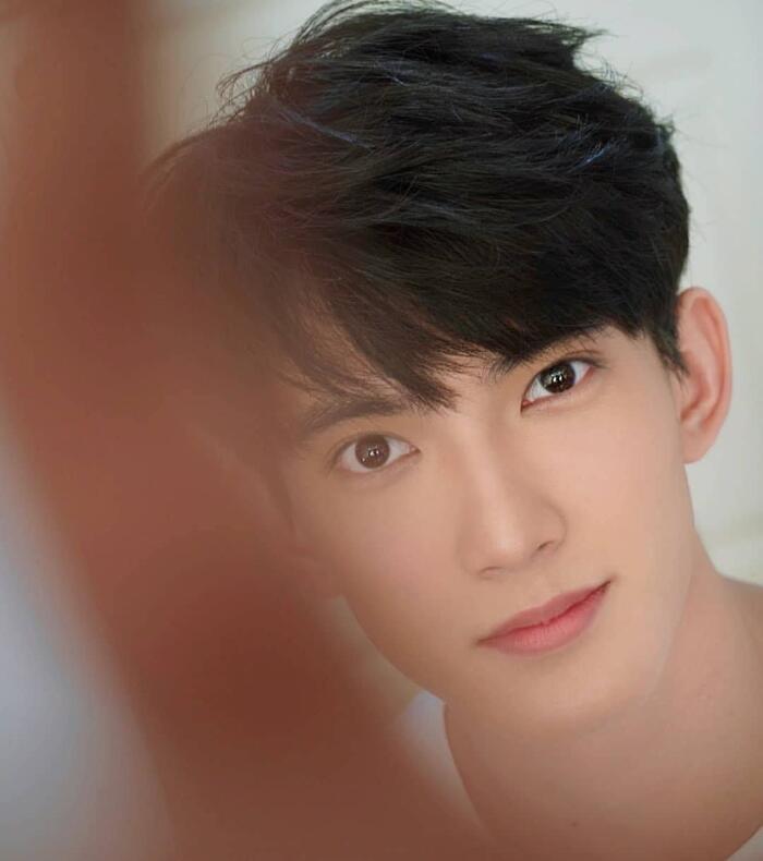 First Chalongrat - chàng 'tiểu tam' điển trai khiến fan bấn loạn trong 'TharnType 2: 7 Years of Love' 10