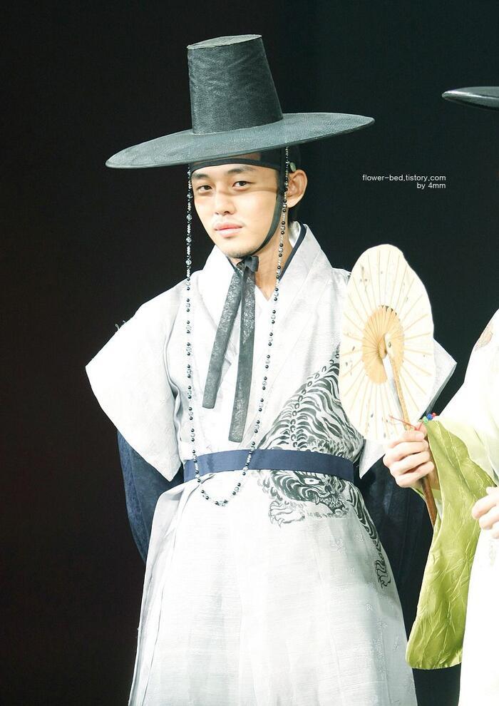 6 'Hoàng tử cổ trang' mặc Hanbok đẹp nhất Hàn Quốc: Lee Jun Ki hay Kim Soo Hyun đứng đầu? 3