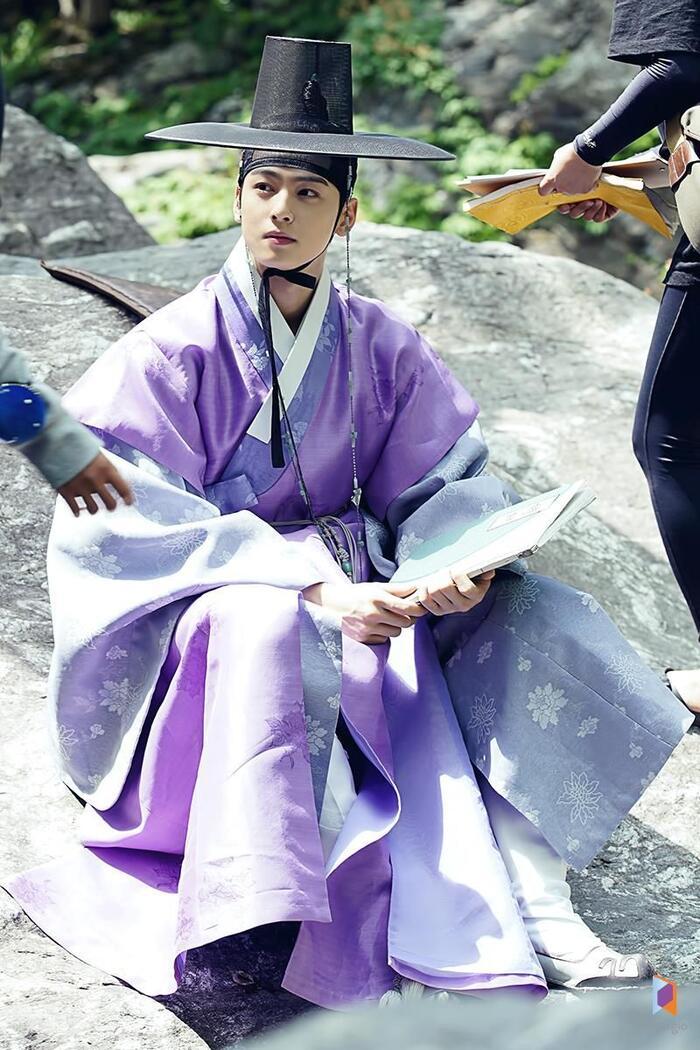 Cha Eun Woo.