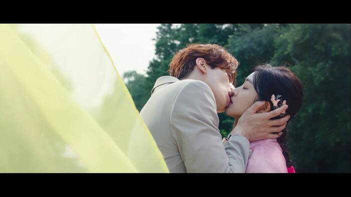Rating 22/10: Lee Dong Wook và Jo Bo Ah hôn nhau say đắm nhưng rating phim 'Bạn trai tôi là hồ ly' lại giảm thấp kỷ lục 8