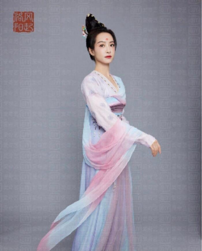 Fan Tống Thiến bất mãn vì thứ tự để tên trong 'Phong khởi lạc dương', quay qua 'quậy phá' Vương Nhất Bác? 8