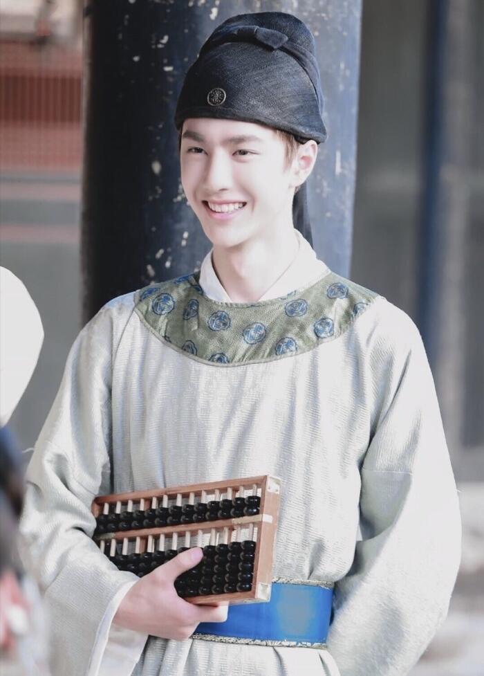 Fan Tống Thiến bất mãn vì thứ tự để tên trong 'Phong khởi lạc dương', quay qua 'quậy phá' Vương Nhất Bác? 12