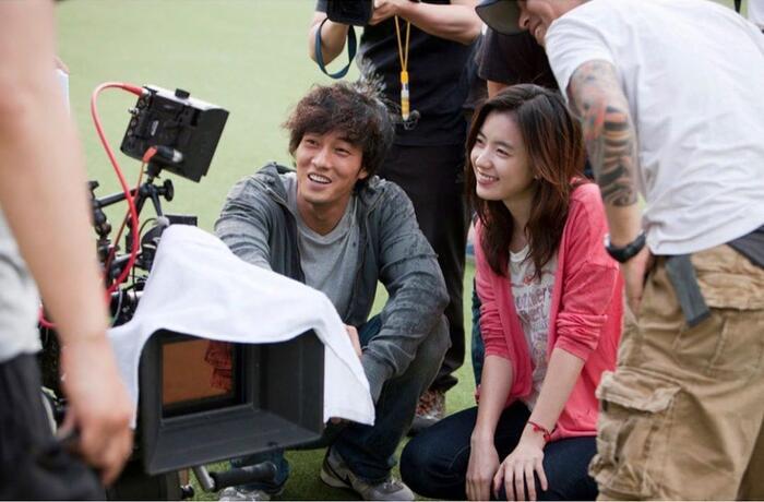 Han Hyo Joo bất ngờ đăng ảnh 'tình tứ' với So Ji Sub trong quá khứ 5