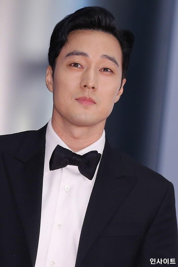 Han Hyo Joo bất ngờ đăng ảnh 'tình tứ' với So Ji Sub trong quá khứ 9