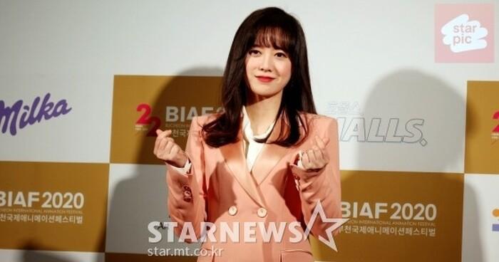 Goo Hye Sun rạng rỡ sau ly hôn, đọ sắc loạt sao Hàn trên thảm đỏ 'LHP Bucheon 2020' 20