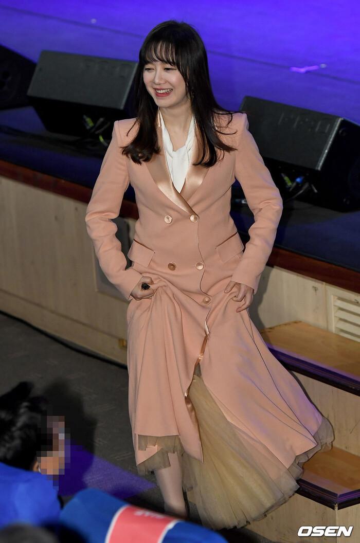 Goo Hye Sun rạng rỡ sau ly hôn, đọ sắc loạt sao Hàn trên thảm đỏ 'LHP Bucheon 2020' 21