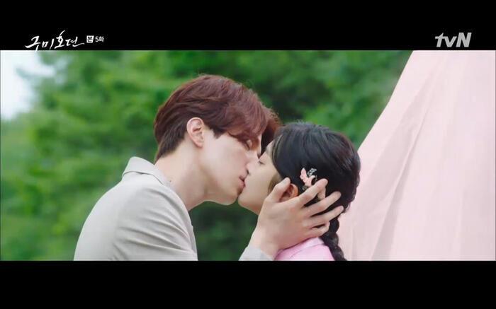 Những phân cảnh ấn tượng nhất tập 6 'Bạn trai tôi là hồ ly': Nụ hôn bất ngờ, thân phận xà tộc của Jo Bo Ah 4