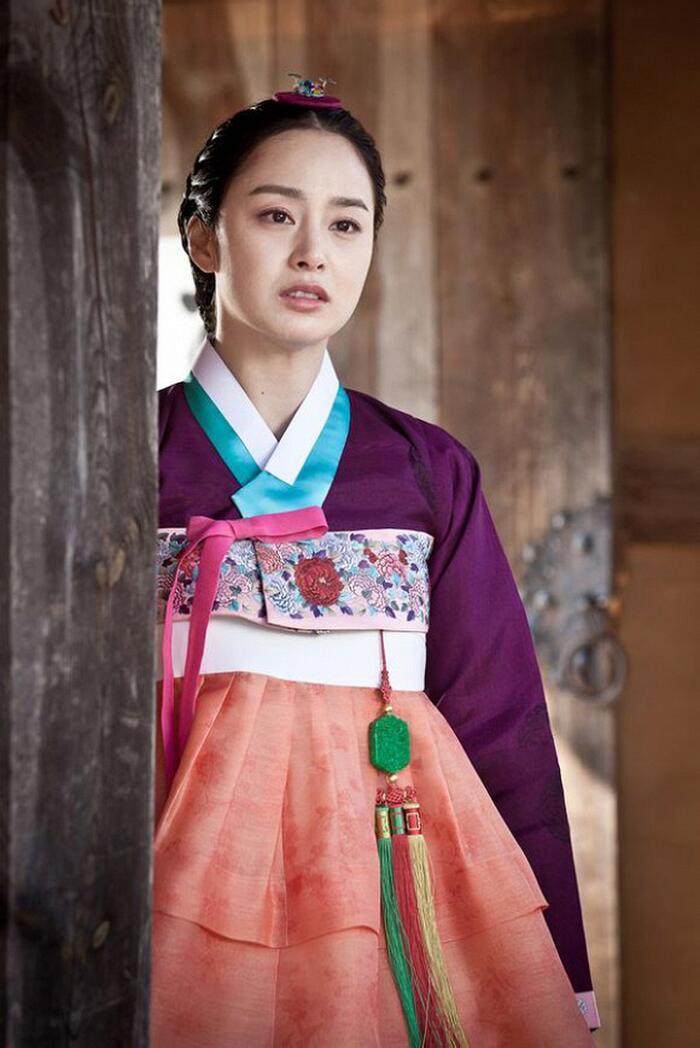 Phim của Dương Mịch - Địch Lệ Nhiệt Ba bị tố ăn cắp, 'hạ bệ' trang phục truyền thống Hàn Quốc 4
