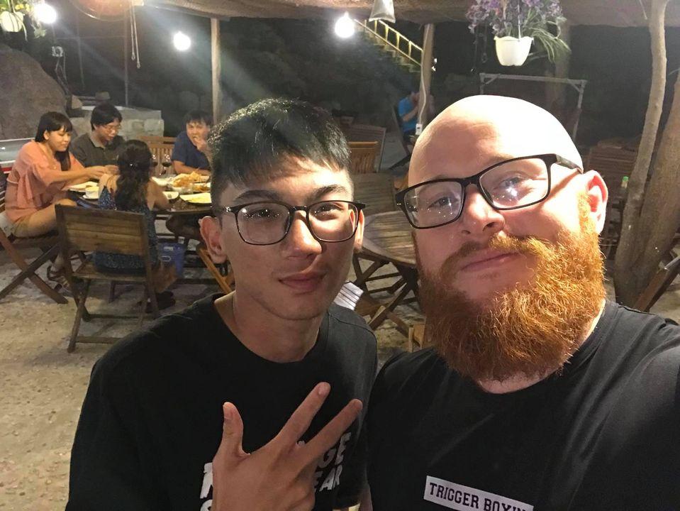 Anh chàng người Mỹ sống tại Việt Nam xúc động trước cách người dân 'gắn kết' chống 'mẹ thiên nhiên' 1