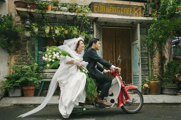 Bộ ảnh cưới có 1-0-2 'xuyên không' gần 1 thế kỉ của cặp đôi 'gặp nhau từ nhiều kiếp trước' 12