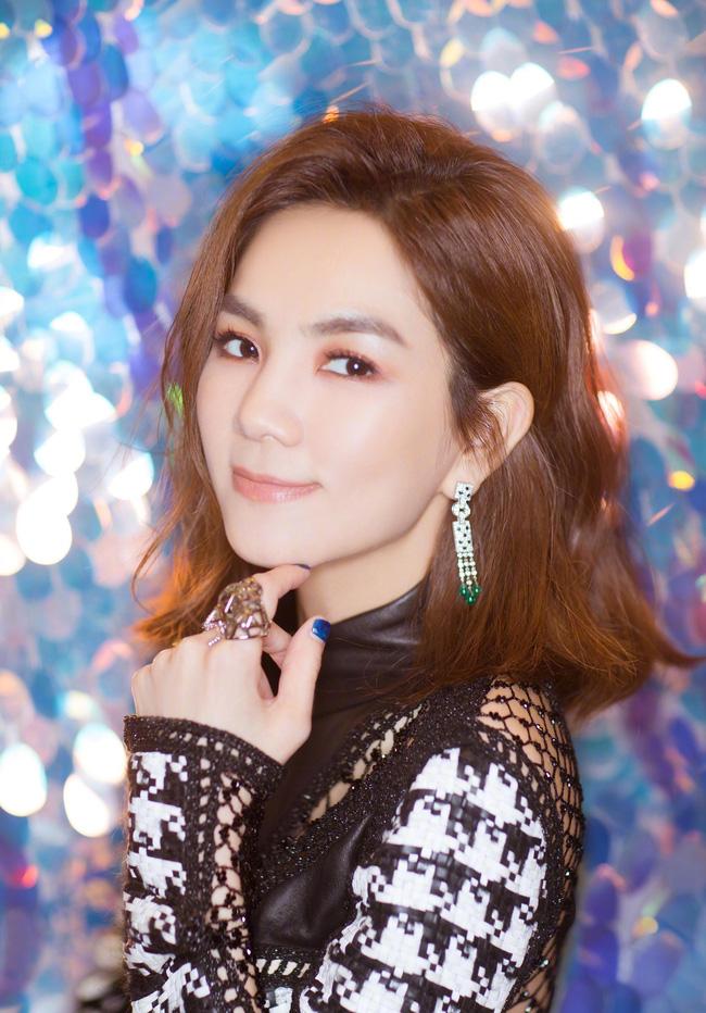 Sao Trung 'Thử thách 10 năm': Lâm Chí Dĩnh 'trẻ mãi không già', thành viên nhóm nhạc SHE từ tomboy thành mỹ nhân 4