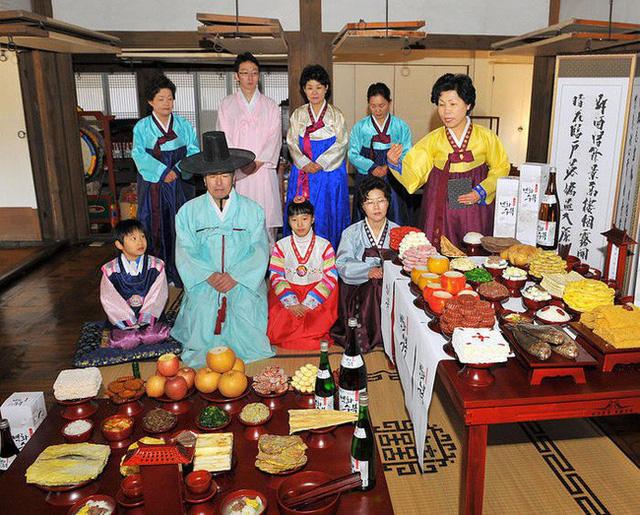 Những mâm cỗ trong gia đình Hàn Quốc trở thành nỗi ám ảnh của nhiều người vợ, người mẹ.