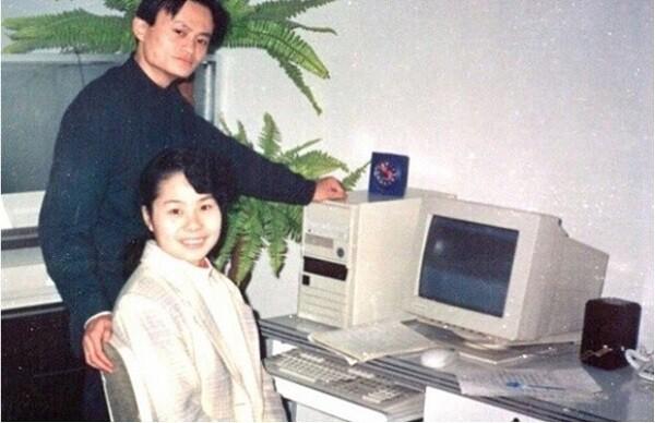 Vợ chồng tỷ phú Jack Ma thời trẻ.